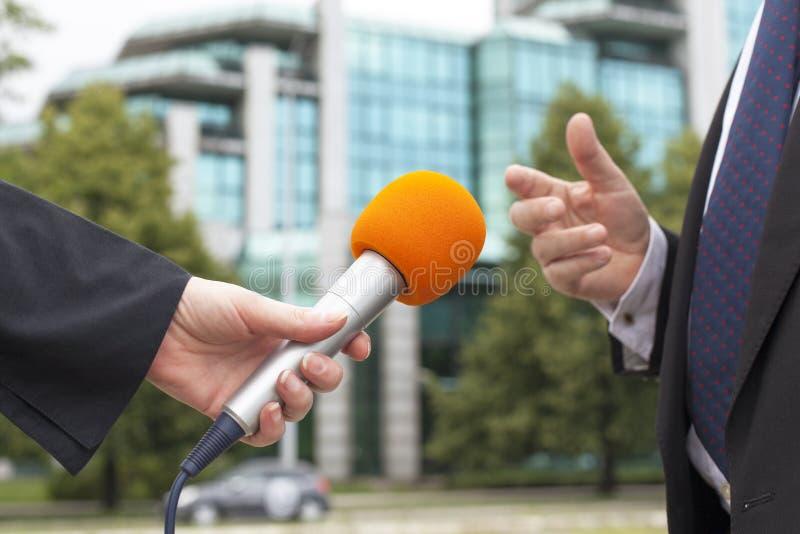 Przeprowadzać wywiad biznesmena zdjęcie royalty free