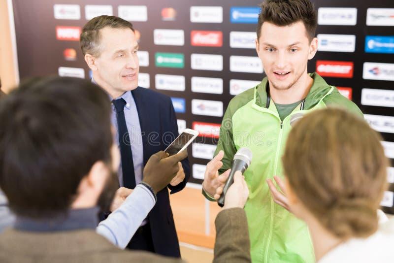 Przeprowadzać wywiad złotego medalisty zdjęcie royalty free