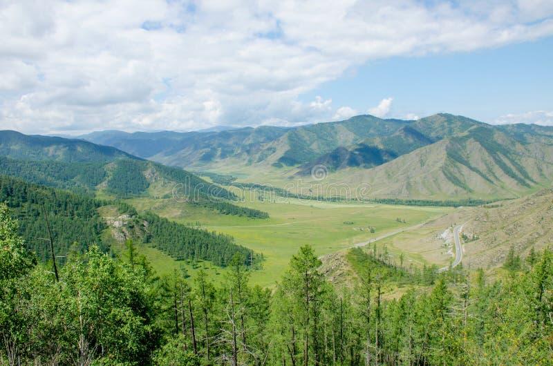 Przepustka w Halnym Altai piękny krajobraz zdjęcia stock