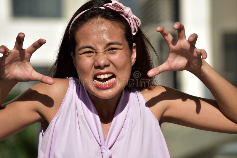 Przerażająca Młodociana Różnorodna Dorosła kobieta fotografia stock