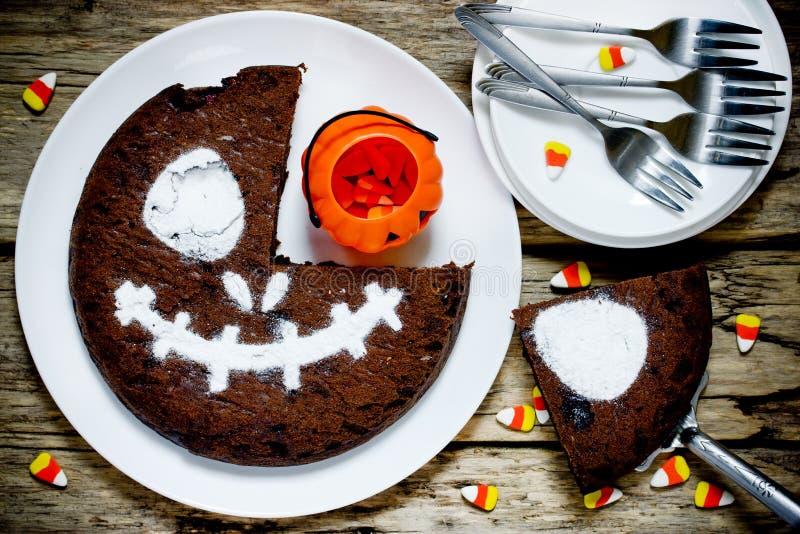 Przerażający czekoladowy tort dla Halloween przyjęcia zdjęcie royalty free