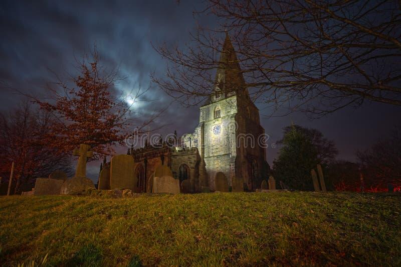 Przerażający kościół i cmentarz fotografia stock