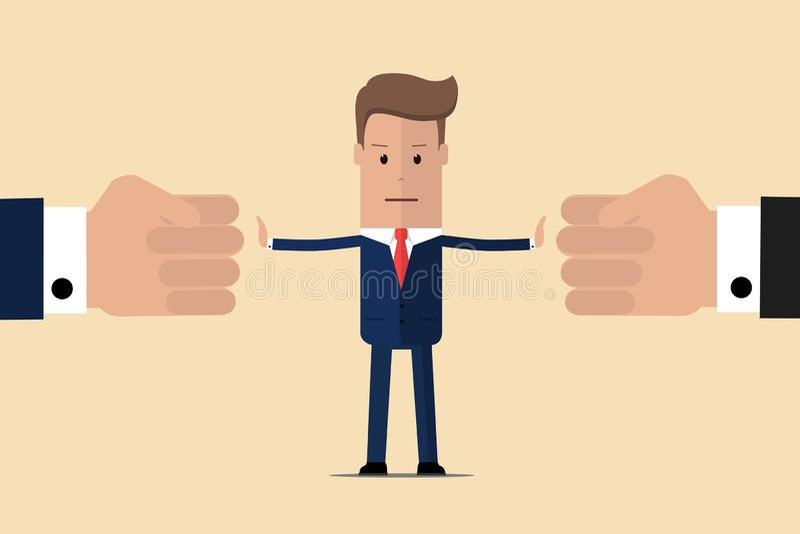 Przerwa konflikt Biznesmena arbitra znalezisk kompromis Mediator rozwi?zuje rywalizacj? Konflikt i rozwi?zanie M??czyzna rzuca dw obrazy royalty free