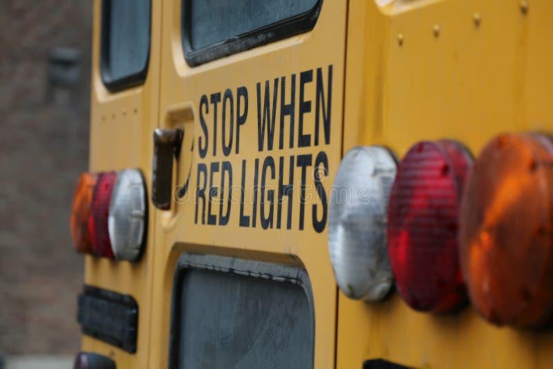 Przerwa zaświeca żółtego autobus szkolnego fotografia royalty free
