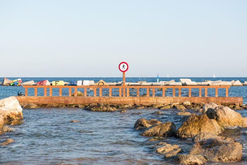 Przerwa znak przy Barcelona plażą fotografia stock