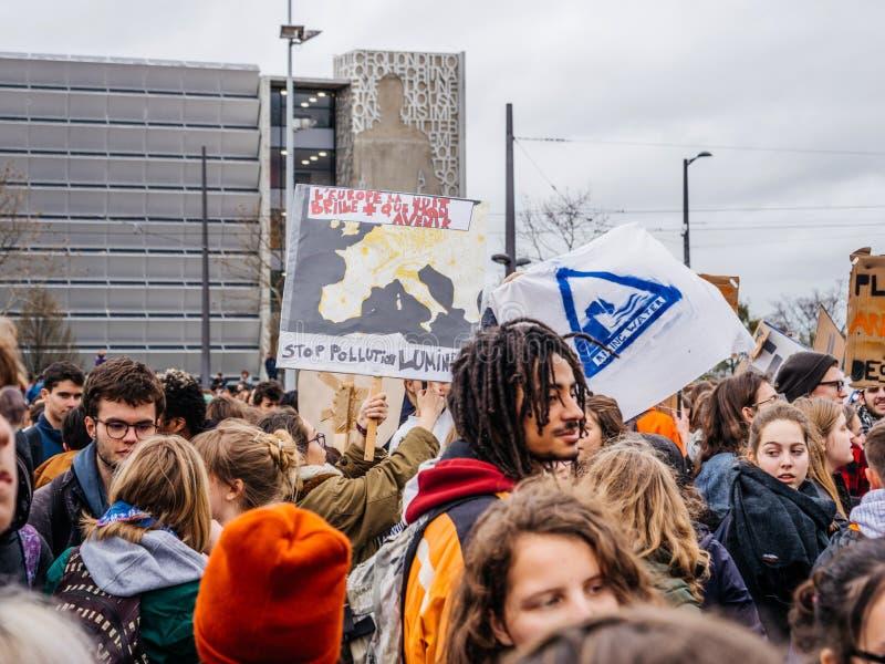 Przerwy lekkiego zanieczyszczenia protest blisko parlamentu europejskiego fotografia stock
