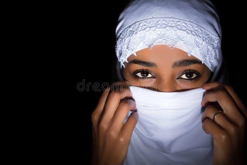 Przesłaniająca Afrykańska kobieta zdjęcia royalty free