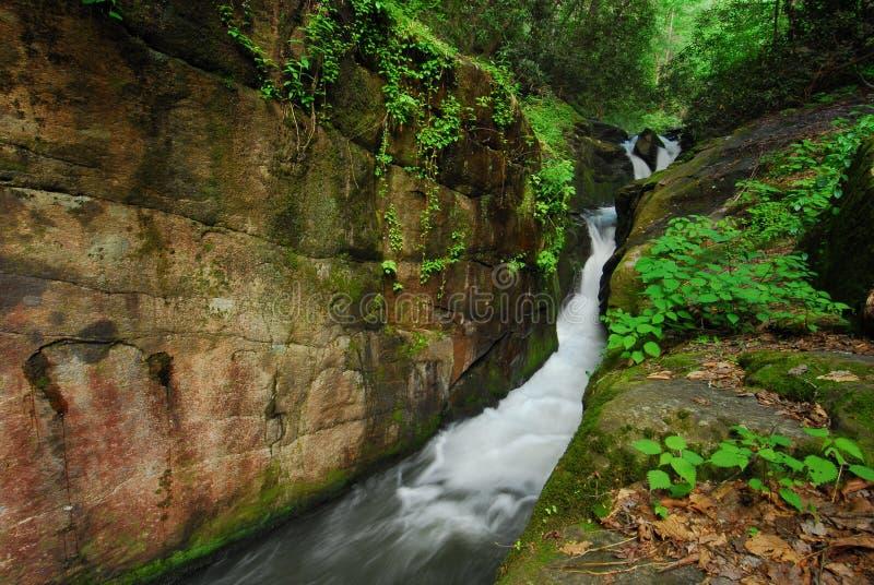 przesmyków rzeki skały ściana zdjęcia stock