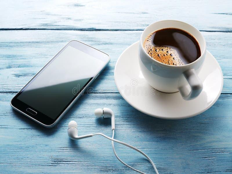 Download Przestań Tła Rogalik Filiżanki Kawy Sweet Zdjęcie Stock - Obraz złożonej z internety, nowożytny: 57654726