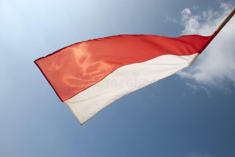Przestawna połysk flaga na niebie obrazy royalty free