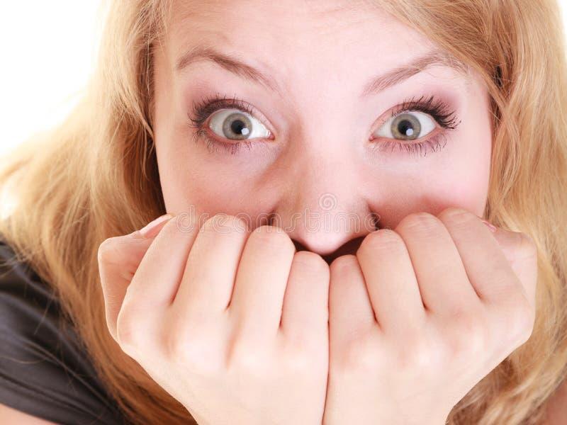 Przestraszonego bizneswomanu przelękła kobieta Stres w pracie fotografia stock