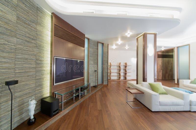 Przestronny, dobrze zaświecający żywy pokój, zdjęcia royalty free