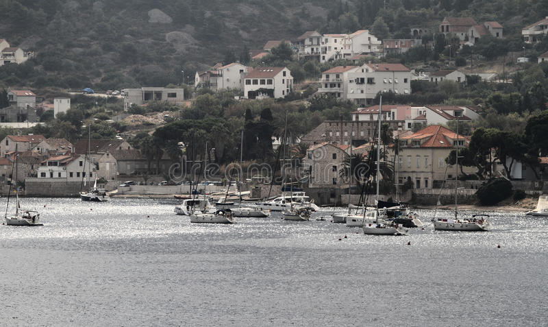 Przesyła przy morzem w Chorwacja Vis wyspie fotografia royalty free