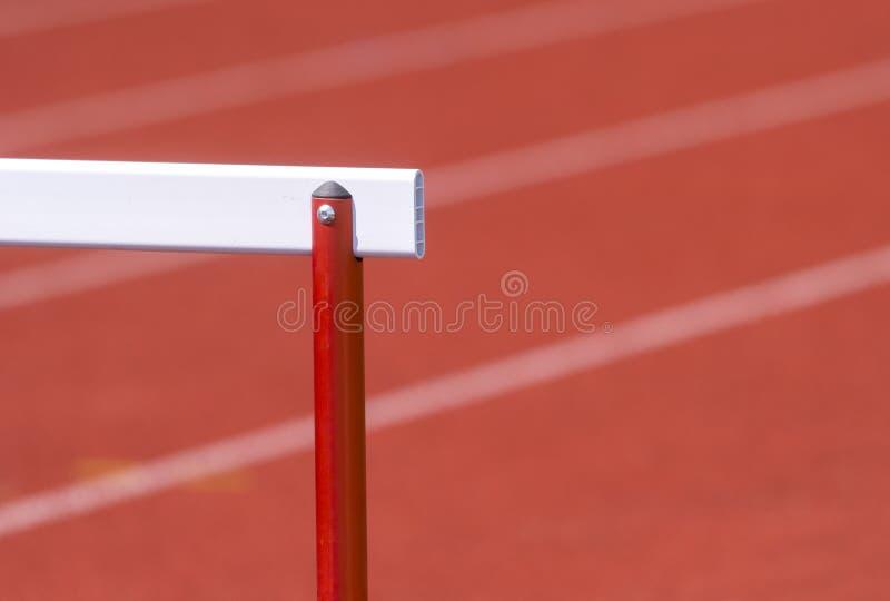 Przeszkoda na czerwonym bieg śladzie przygotowywał dla rywalizacji obraz stock
