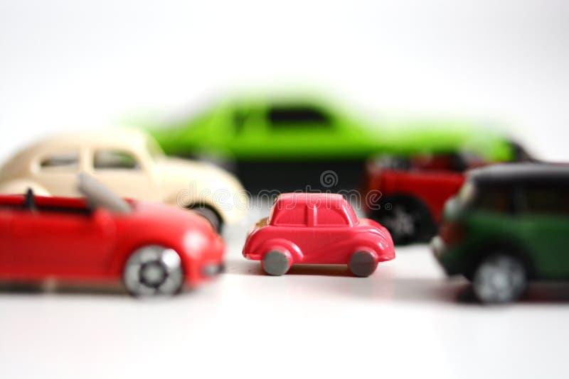 Przewagi mali samochody z wielokrotnością bawją się samochody na białym tle zdjęcia royalty free