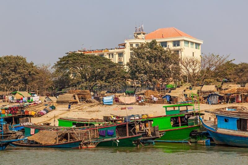 Przewiezeni statki na Irrawaddi rzece obrazy royalty free