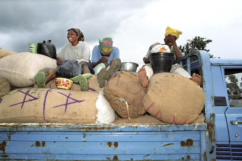 Przewiezionego rynku kobiety na ciężarówce, Ghana fotografia royalty free