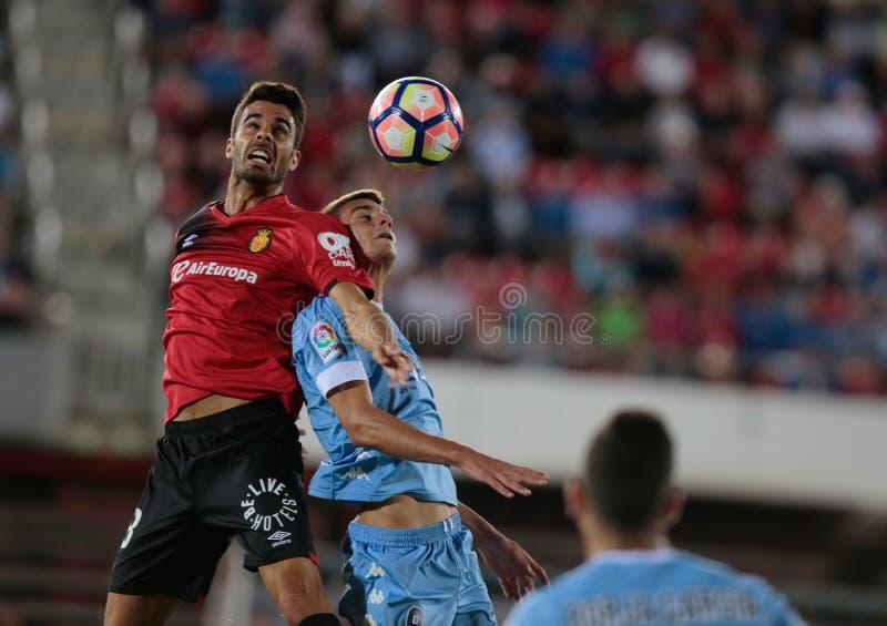 Przewodzić piłkę, Istny Mallorca przeciw Girona piłki nożnej klubom obrazy stock