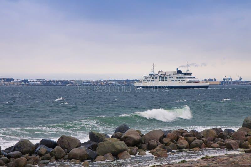Przewozi łączący Duńskich, szwedów strony między i Helsingor w Dani i Helsingborg w Szwecja fotografia stock
