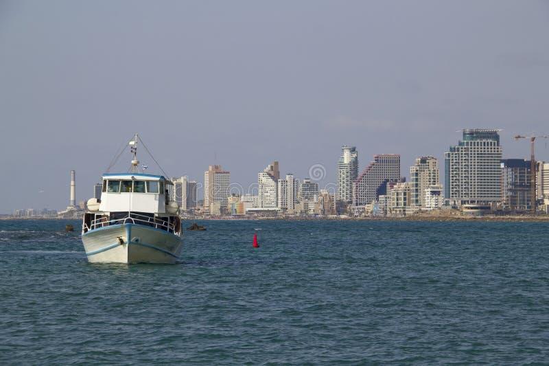 Przewozi i widok centrum miasta Tel Aviv od morza śródziemnomorskiego fotografia stock