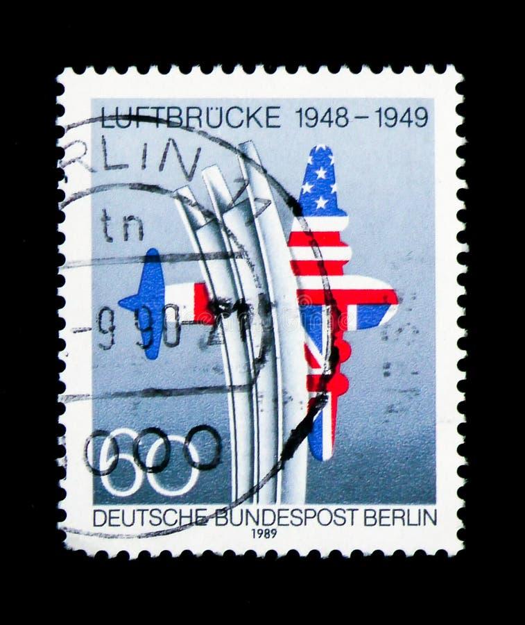 Przewozi samolotem pomnika, sprzymierzoną USA & UK flaga tworzy samolot, Berlin zdjęcia royalty free