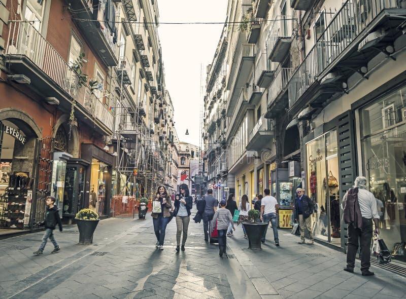 Przez Chiaia, sławna ulica w Napoli fotografia stock