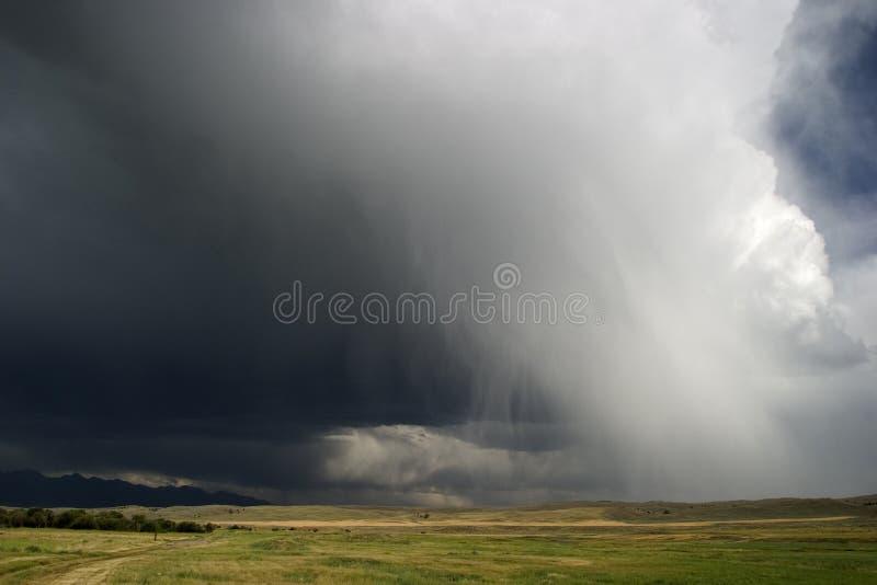przez wielkiego kraju chmura Montana rolki nieba grom zdjęcia stock