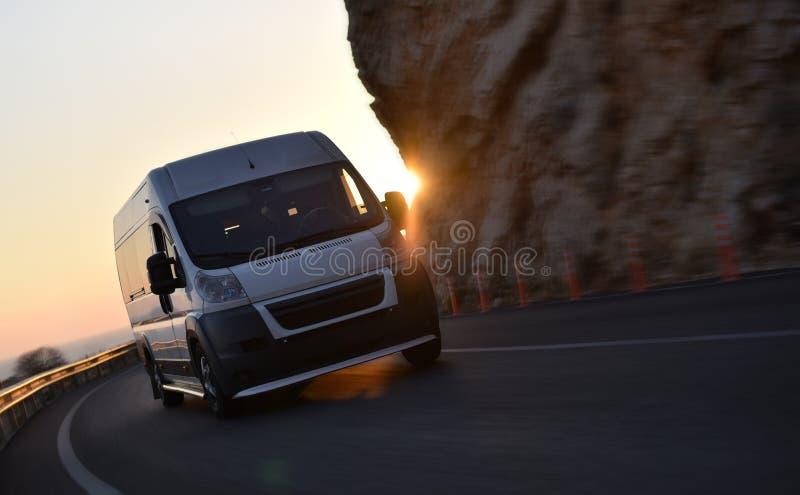 Przyśpieszać doręczeniowego samochód dostawczego zdjęcie royalty free