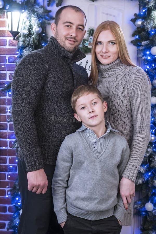 Przy bożymi narodzeniami rodzinny portret zdjęcie royalty free