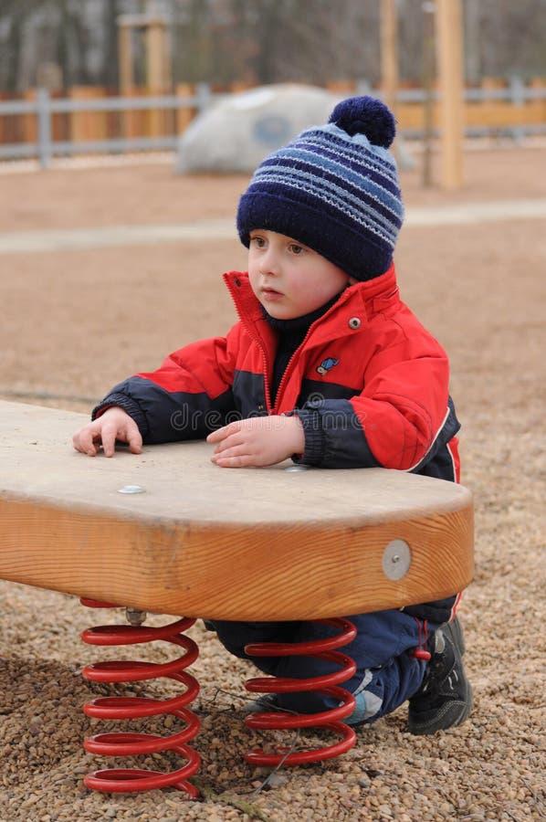 Przy boiskiem falowania dziecko obrazy stock