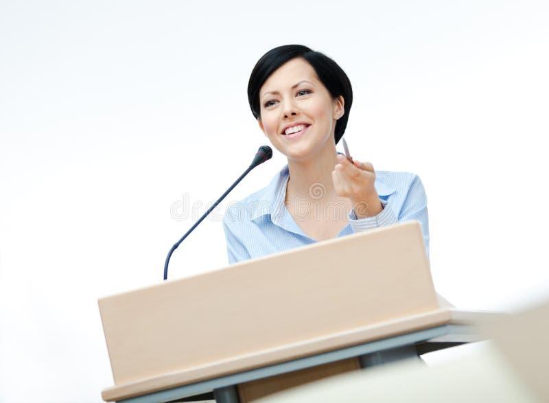 Przy deską mowa żeński producent zdjęcie stock