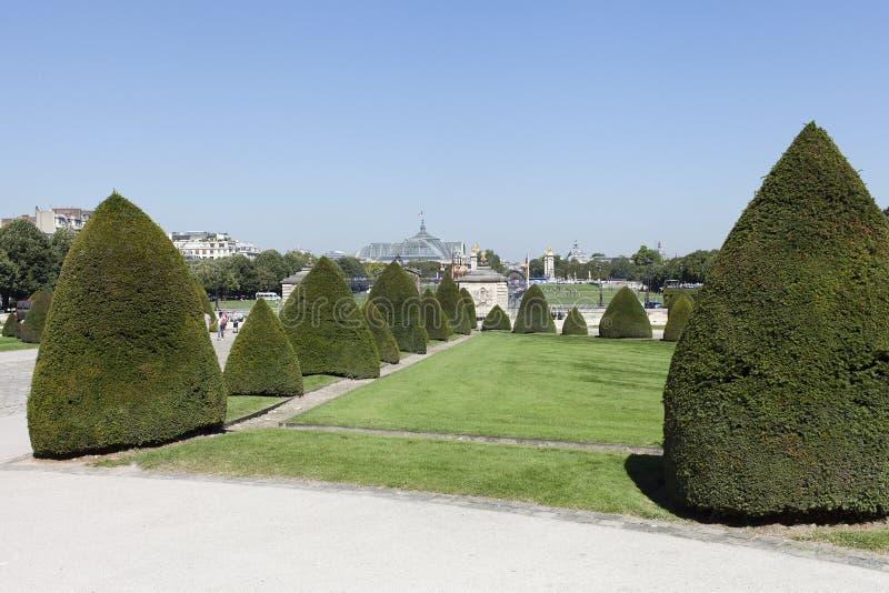 Download Przy Hotelu Des Invalides, Paryż, Francja Obraz Stock - Obraz złożonej z drzewo, historyczny: 42525299