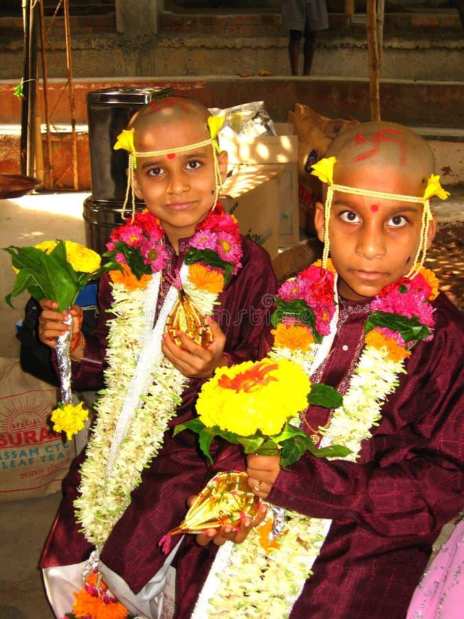 Przy Indiańską ceremonią dwa chłopiec zdjęcie stock