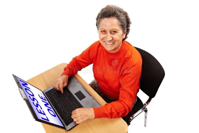 Przy komputerem starsza dama obraz royalty free