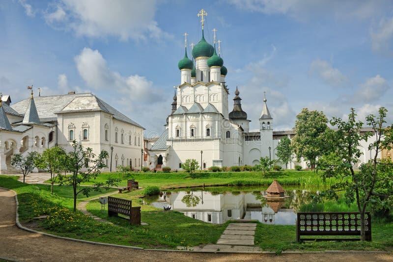 Przy Małym stawem w Rostov Kremlin fotografia stock