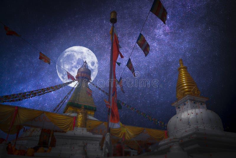 Przy nocą gwiazda połysk i księżyc zdjęcie royalty free