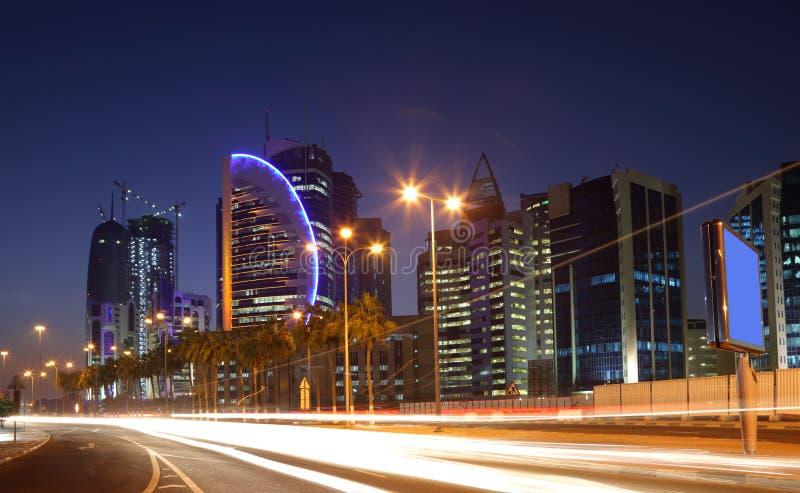 Przy noc Doha śródmieście obrazy royalty free