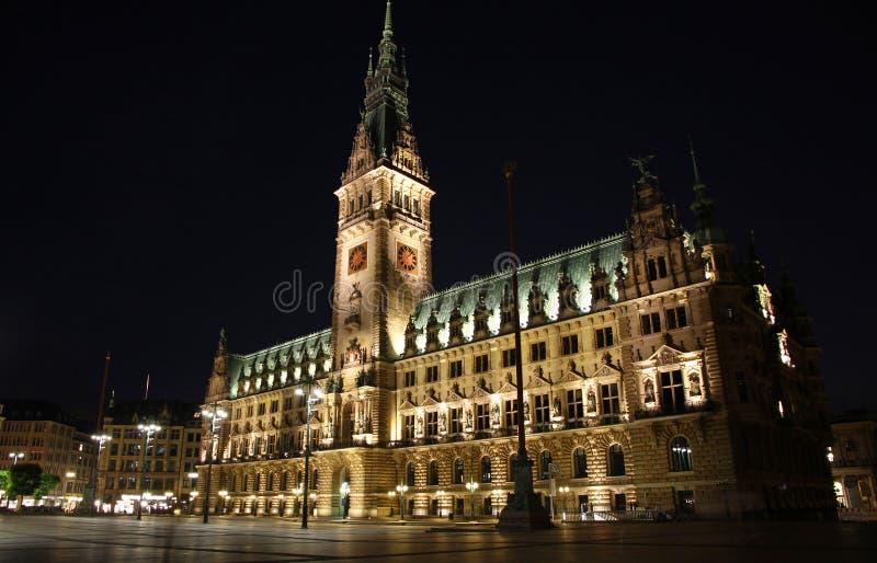 Przy noc hamburski Rathaus (Urząd Miasta) fotografia royalty free