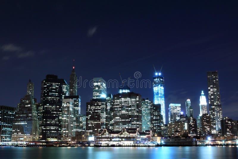 Przy Noc Manhattan Linia horyzontu, Miasto Nowy Jork zdjęcie royalty free