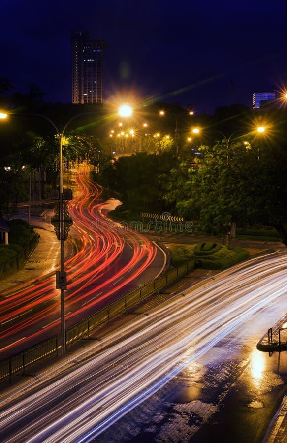 Przy noc samochodowi światła obrazy stock