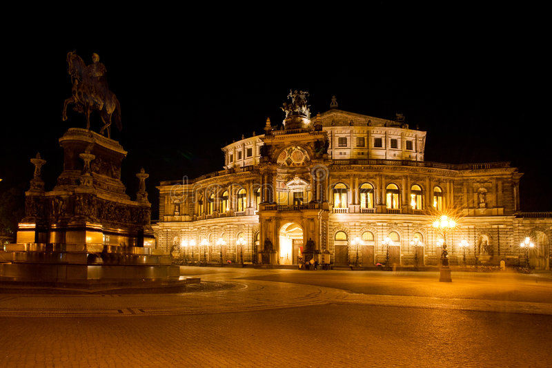 Przy noc Semper opera zdjęcia royalty free