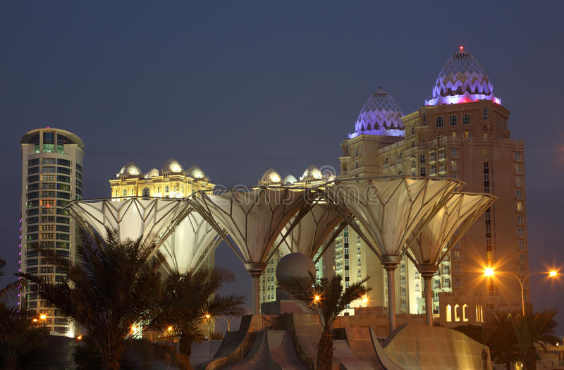 Przy półmrokiem Doha śródmieście fotografia stock