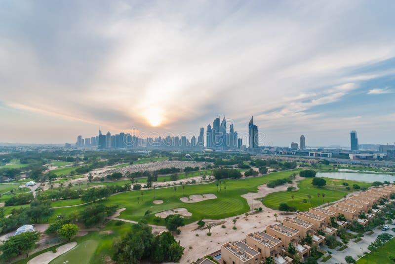 Przy półmrokiem Dubaj linia horyzontu fotografia royalty free