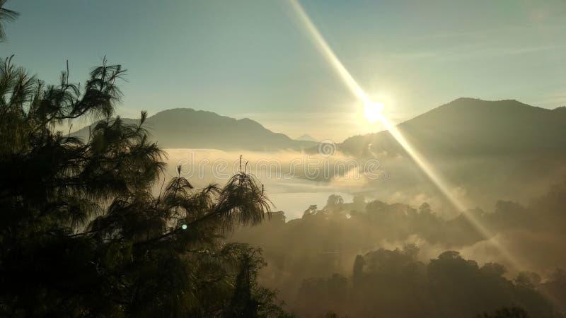 Przy wschód słońca i daje światłu 4 zdjęcie stock