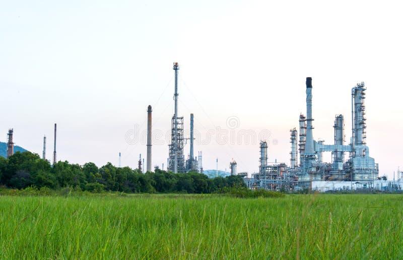 Przy wschód słońca rafinerii ropy naftowej roślina obrazy stock