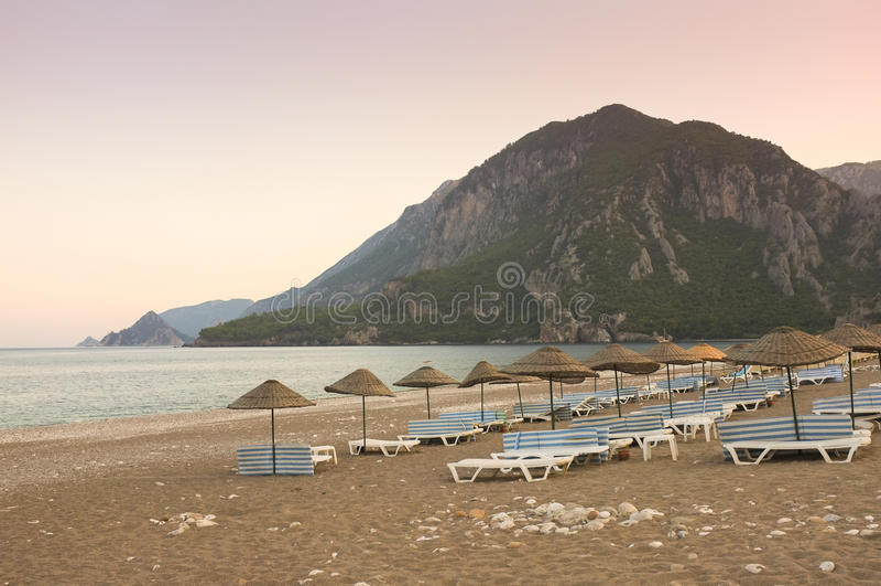 Przy Zmierzchem Cirali Plaża, Turcja zdjęcia royalty free