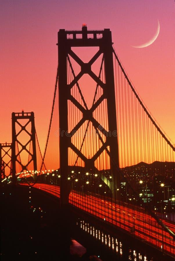 Przy zmierzchem podpalany Most, San Fransisco, CA obraz royalty free