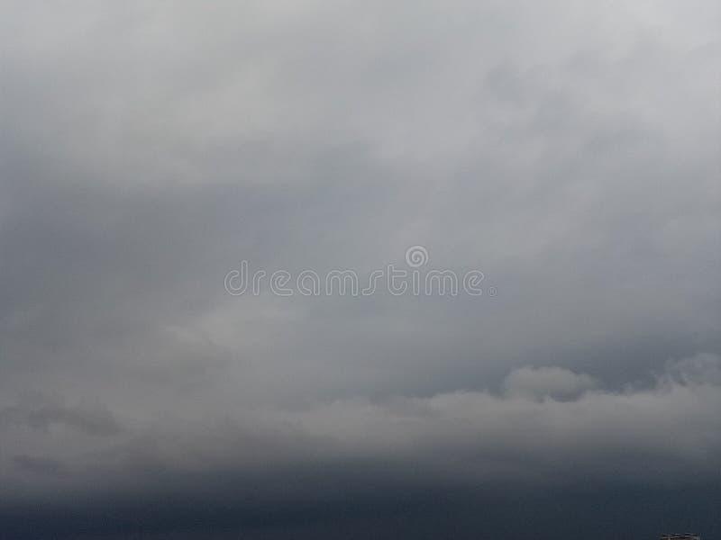 przychodzi podeszczowej chmury niebo obrazy stock