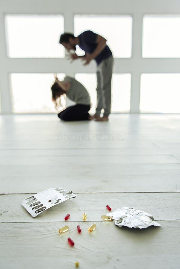 Przyczyna narkotyczny samobójstwo w pigułkach fotografia royalty free