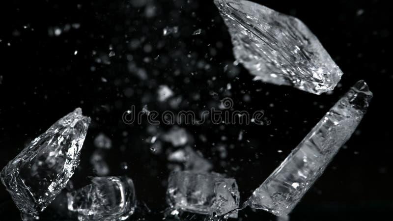 Przyduszenie lodu odosobniony czarny tło obraz royalty free